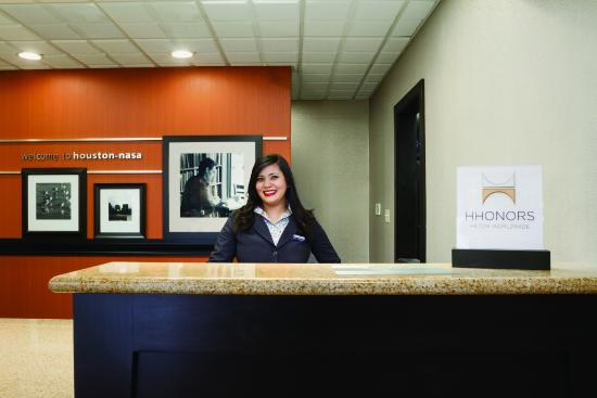 Hampton Inn Houston/Clear Lake-NASA Area: Friendly agents waiting for your arrival with a smile