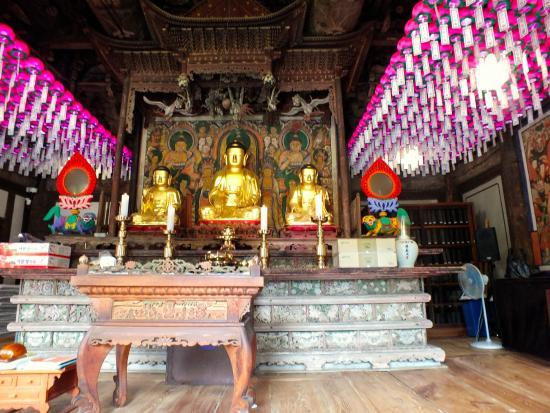 Jeondeungsa Temple : Inside temple