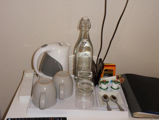 Itchen Abbas, UK : Lovely huge mugs of tea