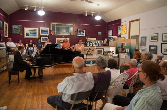 Indian Brook, Canadá: Classical Concerts are held at the Gallery 6 times a year