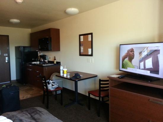 My Place Hotel Pasco Wa Main Room Area Recliner Tv