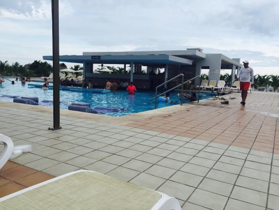 Foto de hotel riu playa blanca rio hato vista desde la for Habitacion familiar riu playa blanca