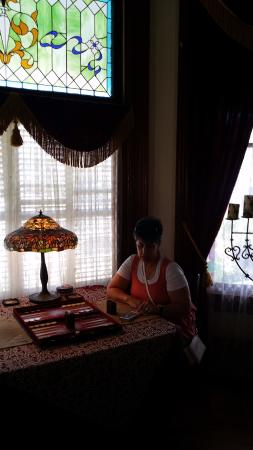 The Victorian Bed & Breakfast Inn: Lovely area to play the vintage and favorite game of backgammon - which we did.