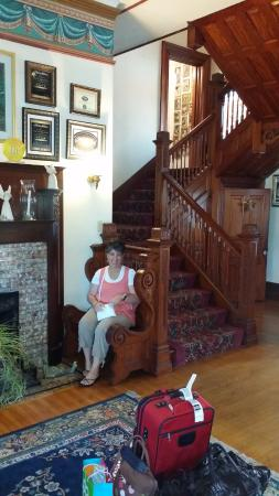 The Victorian Bed & Breakfast Inn: A splendid sitting area at the base of the spectacular stair case
