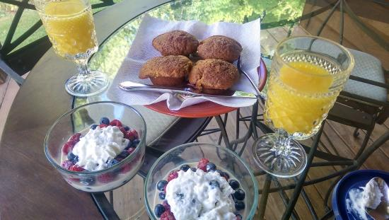 Chanticleer Guest House: Breakfast muffins, berries in cream, and orange juice