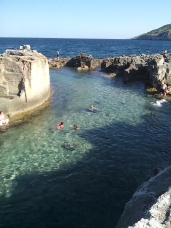 foto di piscina naturale di marina serra