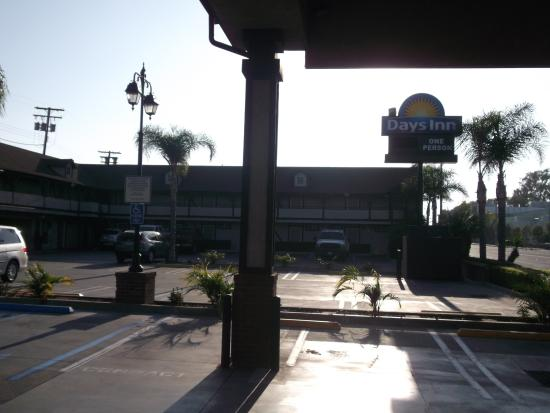 Days Inn Long Beach City Center: bom estacionamento
