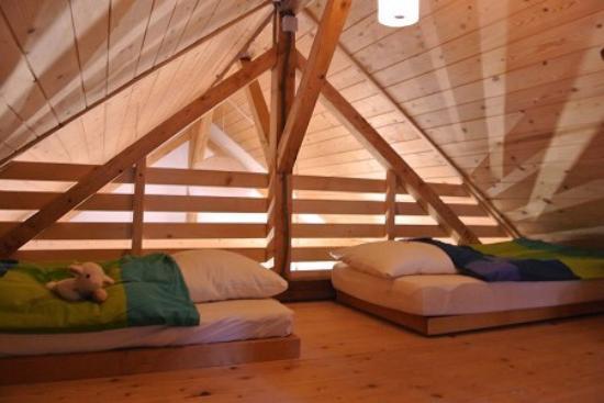 Eco chalet bel oiseau saint ursanne zwitserland foto 39 s en reviews tripadvisor - Mezzanine accommodatie ...