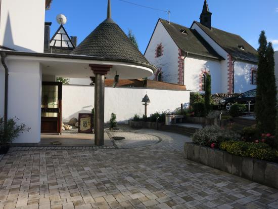Senheim, Niemcy: Vordereingang