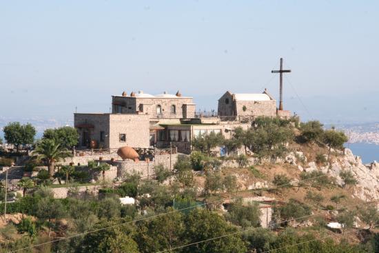 Ristorante Santa Croce Al Picco: Located atop a hill