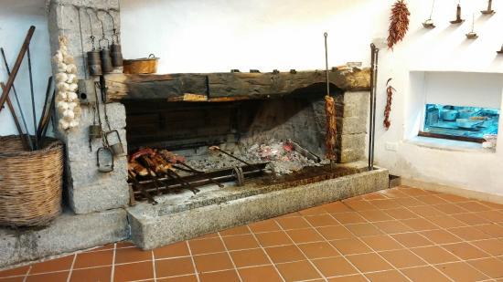 Camino per cottura Maialino - Picture of Su Gologone, Oliena ...
