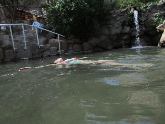 Termas de Fiambala: Relax flotando en aguas recomendadas para enfermedades articulares.