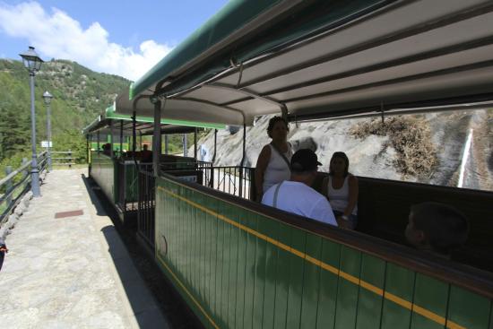 Jardins Artigas: tourist train stops at pobla de lillet