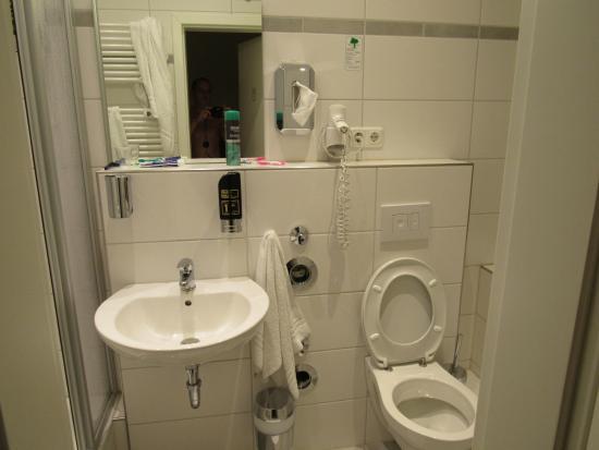 Upper Room Hotel: Санузел
