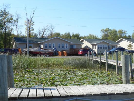 เบาเดตต์, มินนิโซตา: Cabin (Dock view)