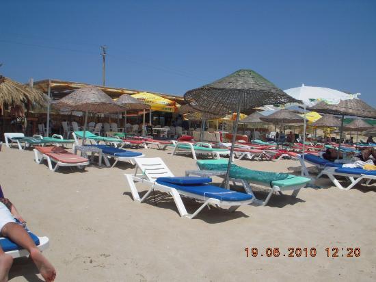 les transats et parasols de Ramo Beach