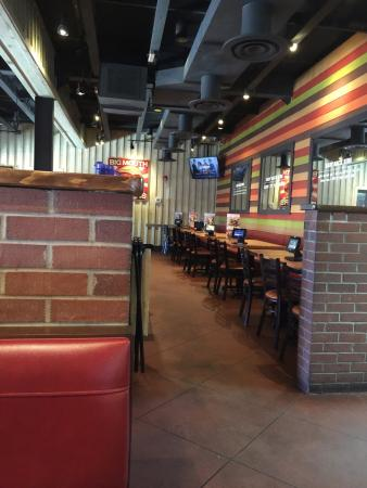 Chili's Grill & Bar: Inside