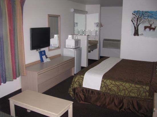 Motel 6 Walla Walla: VERY CLEAN and roomy - VERY GOOD BED