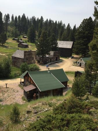 Greenough, MT: Ghost town. Highly recommended.
