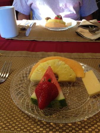 Captain's Manor Inn: a fruit starter