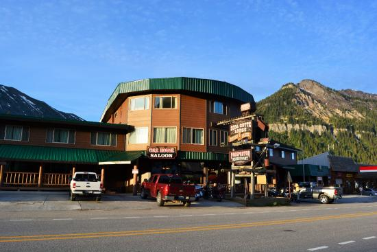 Soda Butte Lodge: Stay in a Ore House/Saloon/Casino/Tavern/Motel