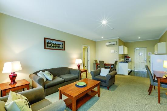 Lake Inn Ballarat: Our two bedroom room