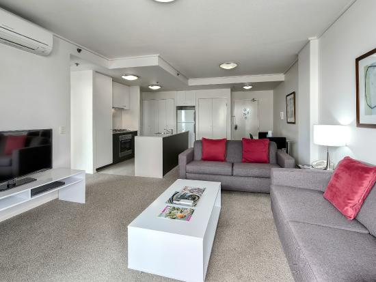 Quest Spring Hill Serviced Apartments: 2 Bed 2 Bath Living area