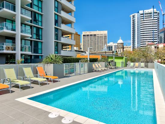 Quest Spring Hill Serviced Apartments: Pool area