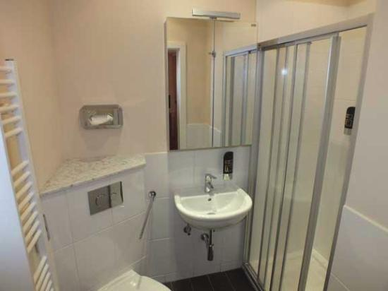 Oberheimbach, Niemcy: Modern, spacious bathroom