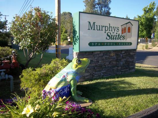 Murphys Suites: Hwy 4 entrance