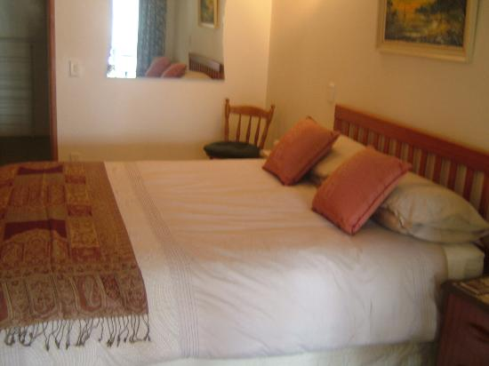 Ivanhoe Holiday Suites: Kowhai suite Bedroom