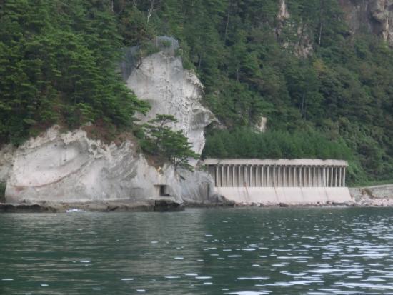 Fukuura Tunnel: 遊覧船から見た福浦トンネル