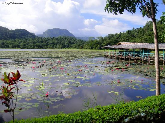 Sablayan, Filipinas: Lake Libuao at the foot of Mt Siburan