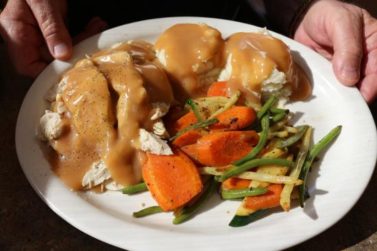 Souris, Canada: My husband had the turkey dinner a couple of days ago. Best he had & filling.