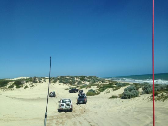 Brookside Budget Accomodation & Chalets : 4x4 on nearby beach