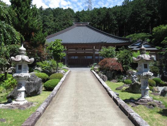 Kongo-ji Temple: 左右とても綺麗な歩道
