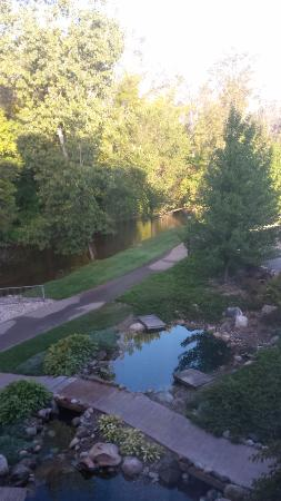 Riverwalk Place Resort & Spa: View from our rooms window in the morning