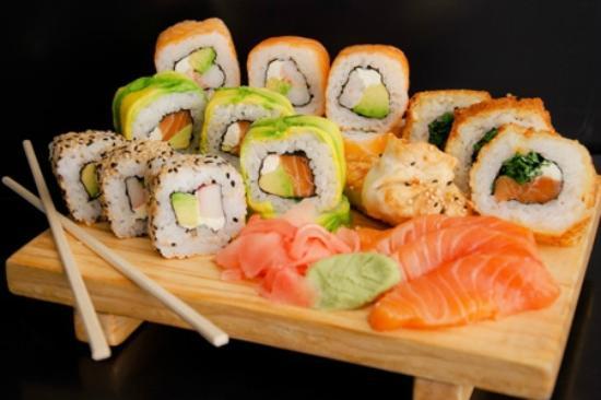 Dejavu Sushi & Lounge: www.sushienpucon.cl