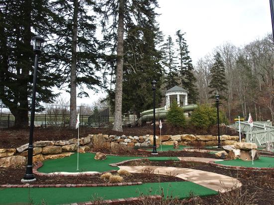 Hot Springs, VA: Carpet golf