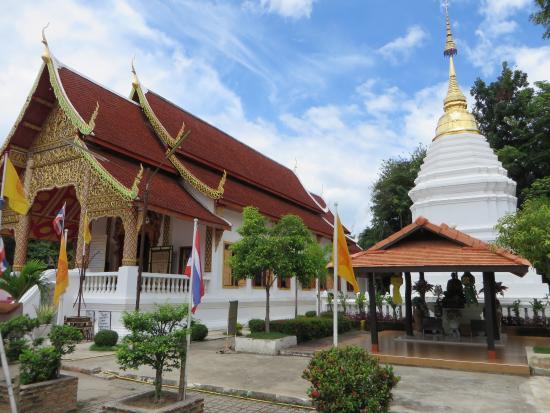 Wat Chai Phrakiat Temple