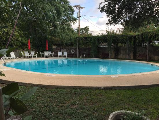 Meyer Bed and Breakfast on Cypress Creek: Pool area