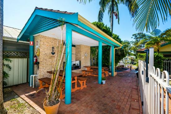 Beaches Serviced Apartments: Gas BBQ's- The kids can enjoy our little putt putt area