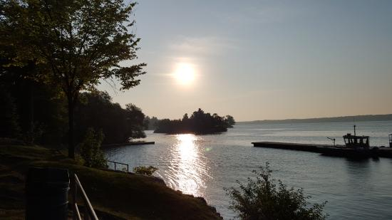 Travelodge Brockville: Sunrise on the seaway