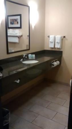 Sleep Inn & Suites: Granite bath counter