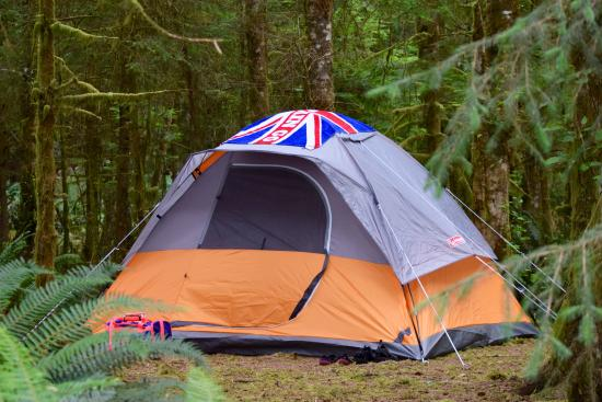 Nanaimo, Canada: Our 2 bed condo tent...should have took a smaller tent
