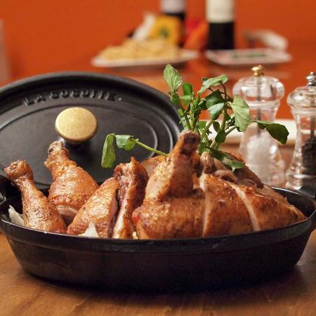 Roast Chicken House Marunouchi ten: 人生の記憶に残るローストチキン