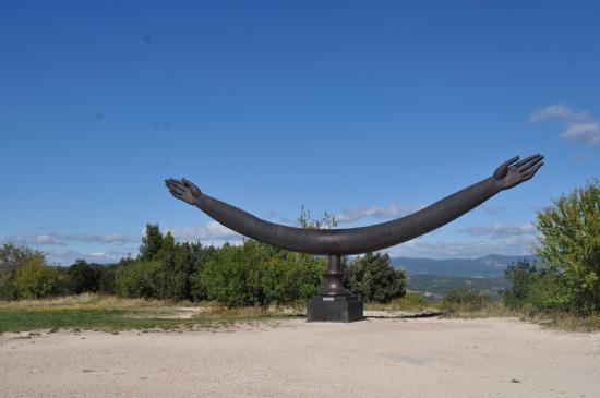 Sculpture contemporaine picture of chateau de lacoste for Sculpture contemporaine