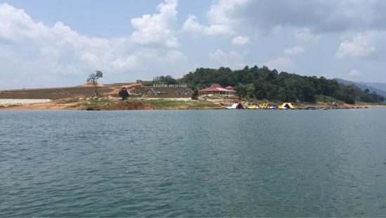 Kuala Berang, Malaysia: Kenyir Water Park