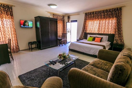 Al Bateel Hotel