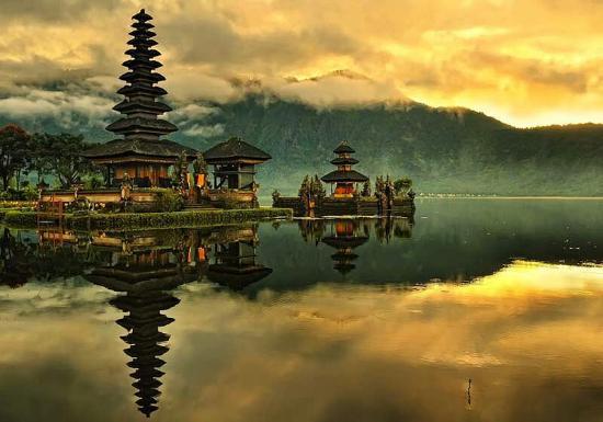 Ulundanu Temple And Ulundanu Lake At Bedugul Tabanan Bali